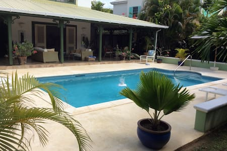 Luxury home located close to the beach - Holetown - Villa