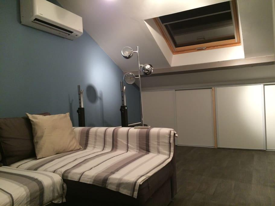 Grande chambre avec climatisation