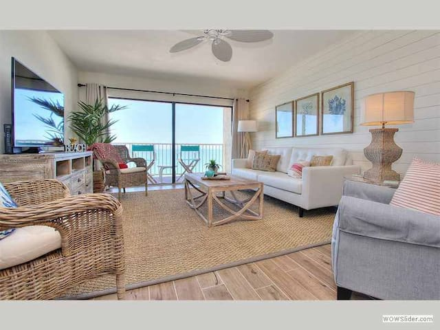 SG404 - Extraordinary Beach Front Condo Offers Endless Coastal Landscape and Views