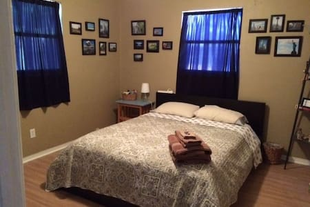 Quiet room near the beach! - Clearwater - House