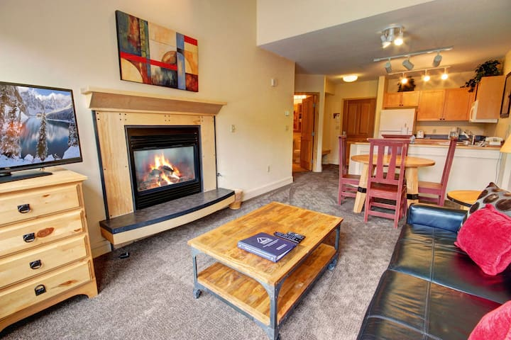 Warm and Inviting One Bedroom in River Run!  Perfect for Your Ski Holiday!