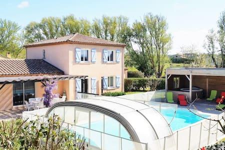 Gîte de Fontvieille: piscine chauffée et jacuzzi - Brugairolles - Rumah
