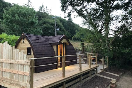 Beautiful woodland cabin with Private hot tub