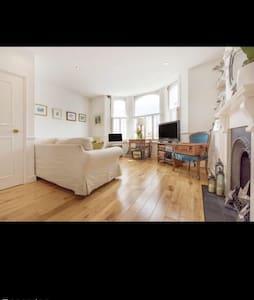 Lovely period flat in popular Brixton/Clapham - London - Apartmen