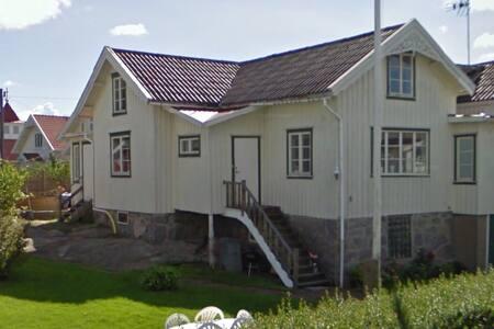 Villa 200 m2 nära havet på Tjörn