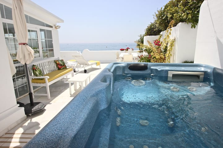DELUXE APARTMENT WITH JACUZZI