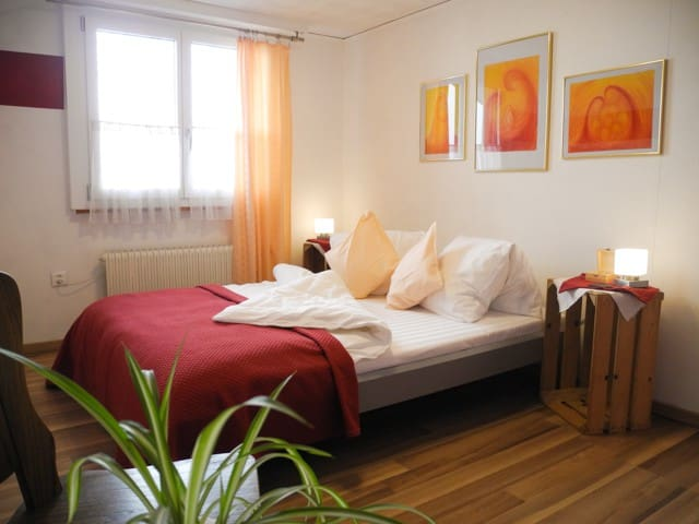 Double room #Hof#Natur#Fribourg/Bern #WiFi #Zmorge