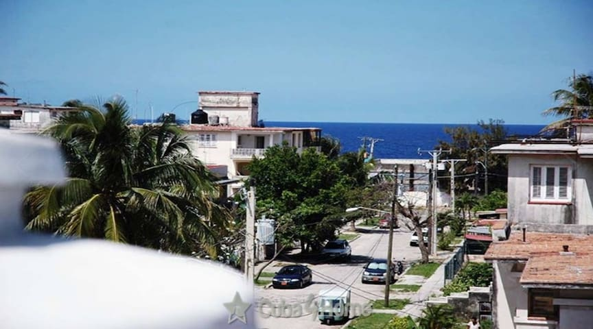 HMI05 House near sea Miramar, Havana