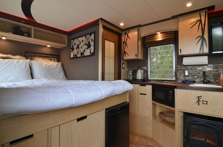 Seattle Glamping VIP style in Fremont | Private