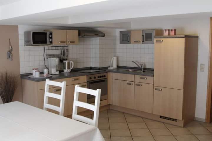 Ferienwohnung Lux (Weißenburg), Gemütliche Ferienwohnung (90 qm) mit kostenfreiem WLAN und voll eingerichteter Küche