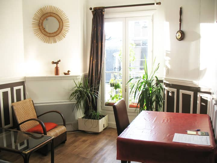 Dedicated room in the center-East of Paris