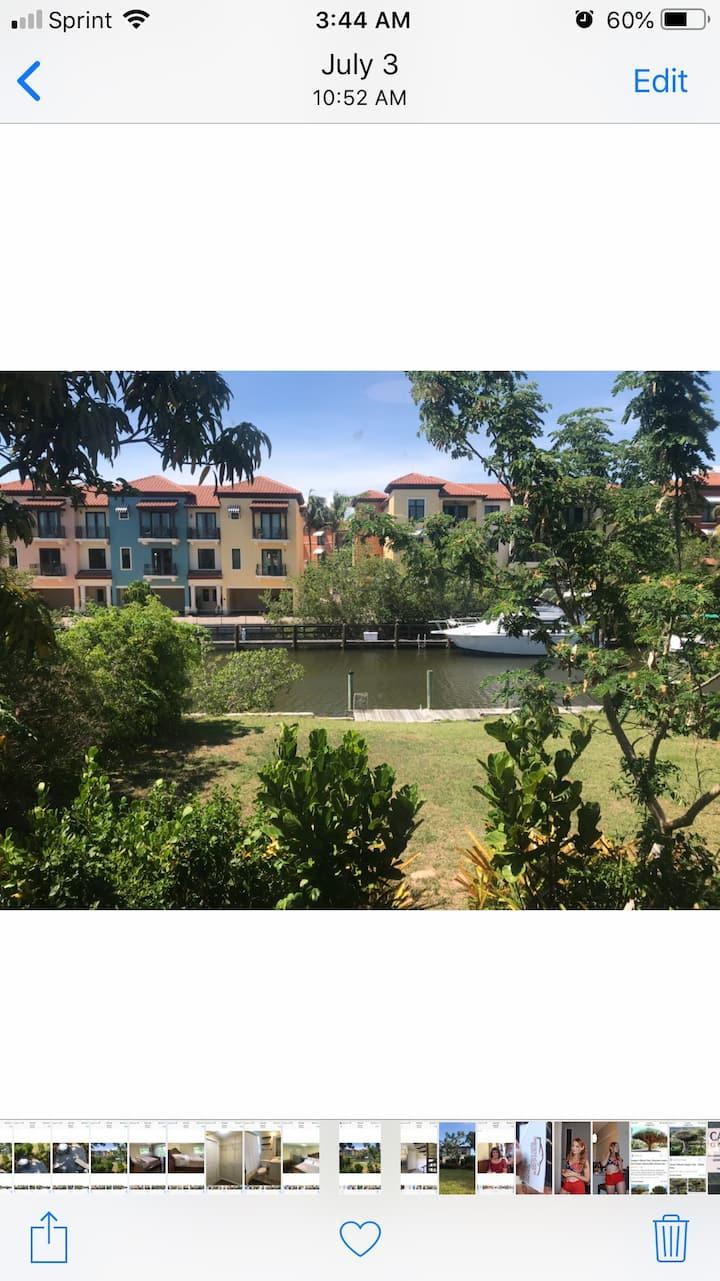 Beautiful Waterfront Retreat