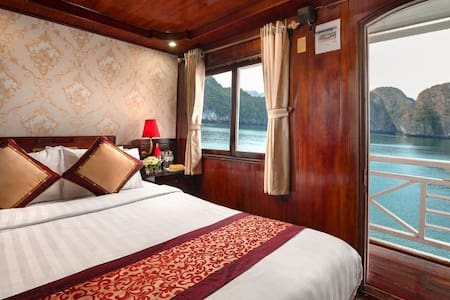 Cozy room on Halong cruise with foods