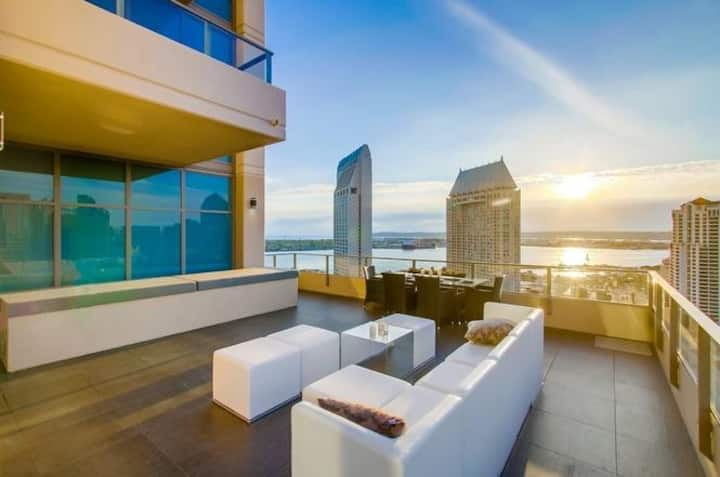 One of a Kind 360 Ocean & City View SD Penthouse