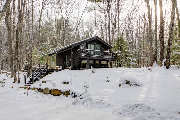 Private, Updated Chalet 5 Min to Storyland-Cable,WiFi,Fireplace,Pets Welcome! - 72 East Branch Chalet