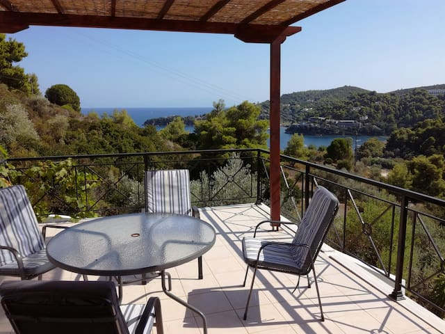 Villa with great view, close to beach and tavernas