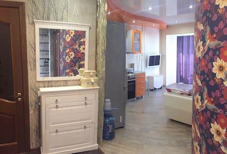 Яркая квартира в самом центре Перми - Perm - Daire