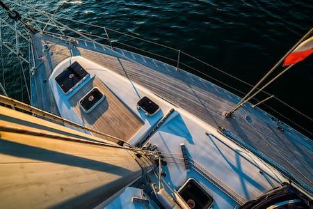 Armiamoci & Partite - Sailing the Amalfi Coast - Salerno