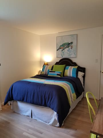 Cape Cod Charm close to USNA &  Annapolis - Room 2