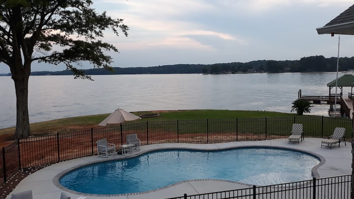 Carl's Point - An Amazing Lake Norman Setting