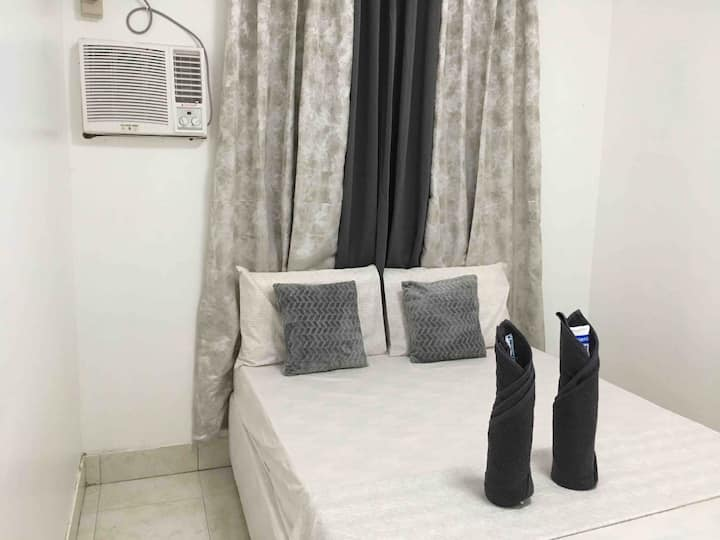 Bolinao Transient  Room1 Aircon+Netflix +Wifi+Cook