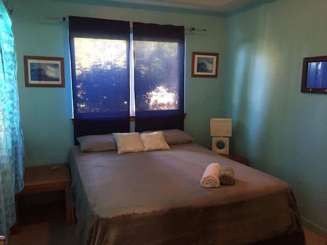 Private room/bath in Beautiful Home - Haiku-Pauwela - House