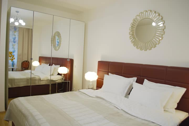 Modern private room with own bathroom.City centre!