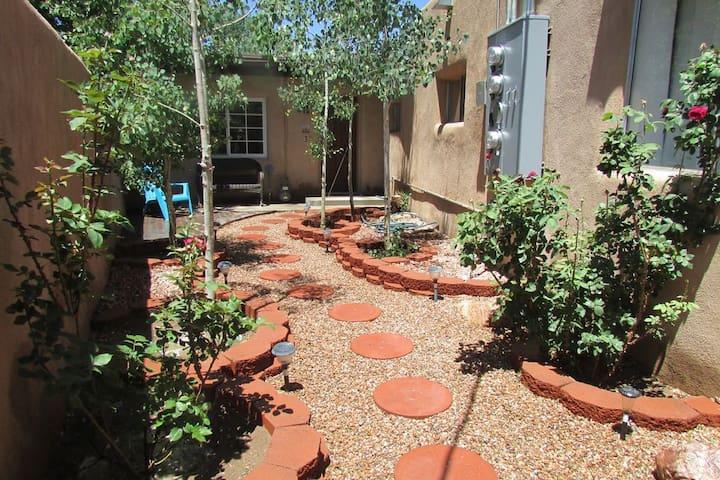 Cozy Private Casita in Historic Downtown Santa Fe