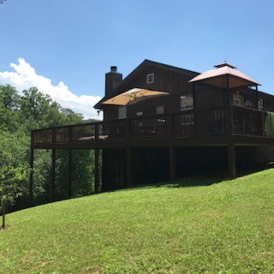 Riverside Retreat Cabin has it all!