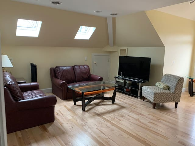 private 2br/1ba suite in pittsford