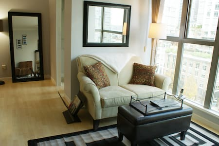 1 Bd in Heart of Downtown! Pool/Gym/FREE Parking! - Vancouver