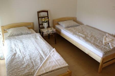Pokoj 5 na farmě - House