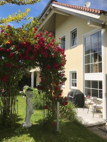 Wohnung 60 m²  liebevoll möbliert