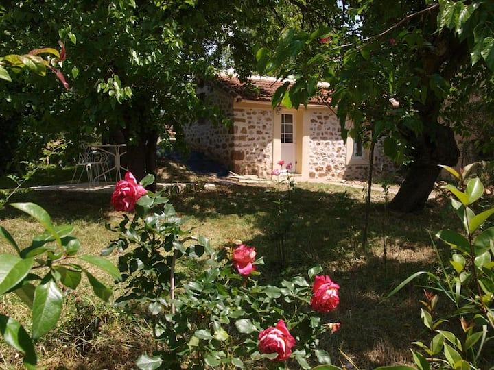 maisonnette pour deux avec jardin et terrasse