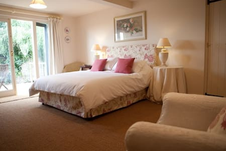 The Gardens Room 1 at The Fox Inn Darsham - Suffolk - Lain-lain