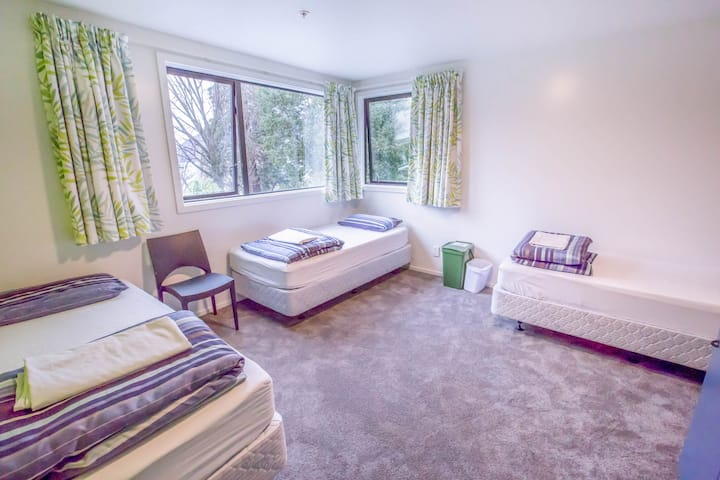 3 Bed Mix Lakefront Dorm -YHA Queenstown Lakefront