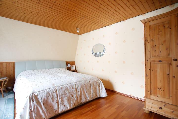 Zimmer  mit Doppelbett ca 26  qm