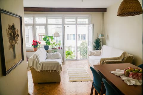 Big sunny room with balcony in the heart of Moda