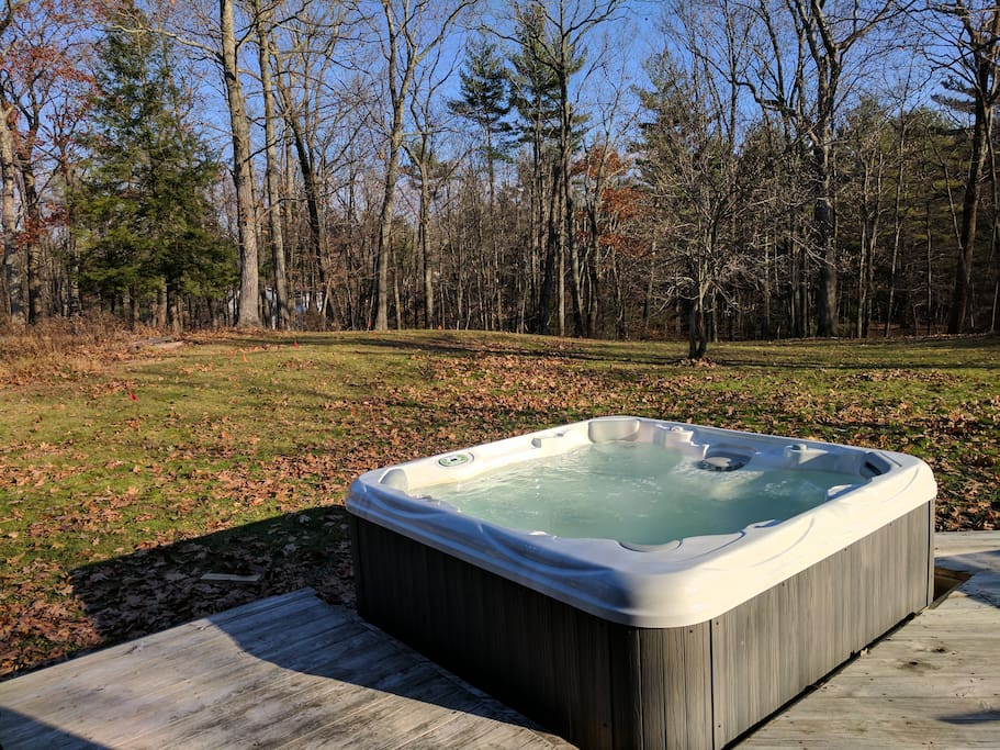 BRAND NEW spa hot tub for 6!