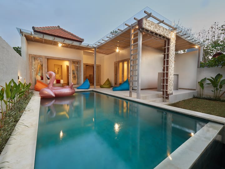 Cozy Stay at 2BR Villa Private Pool close to Beach