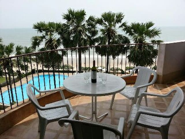 144 sqm. room in beach front condo - Cha-am - Pis