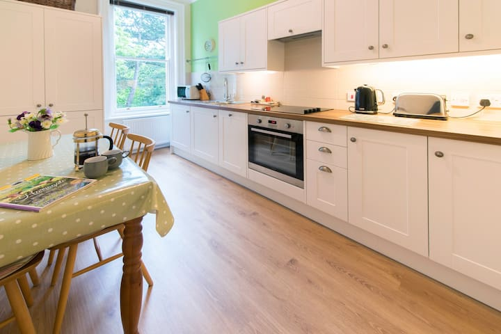 Octagon Court | Harrogate Centre | Sleeps 4 + 2 - Harrogate - Appartement