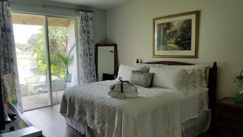 Luxury Master Suite comfy king bed & private patio