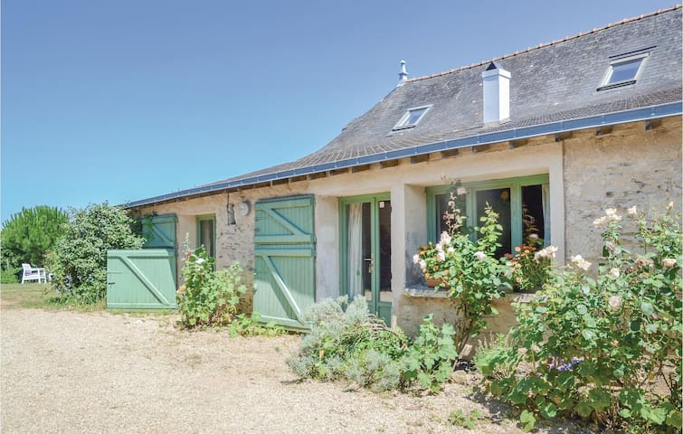 Semi-Detached with 2 bedrooms on 105m² in St Jean des Mauvrets
