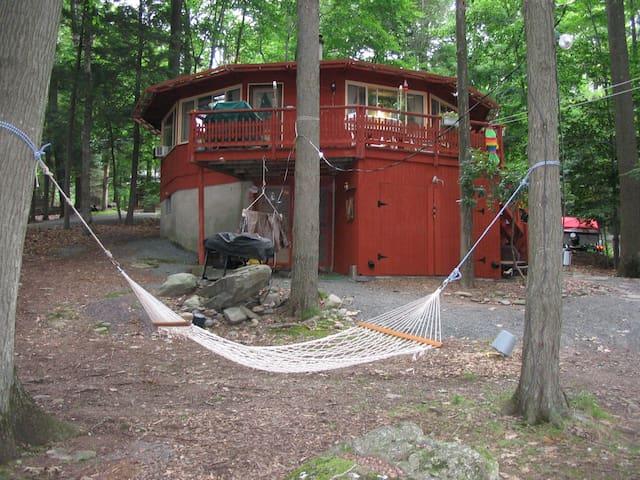 Round house on Lake Wallenpaupack