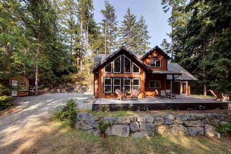 Private West-Coast Inspired Cabin in the Woods