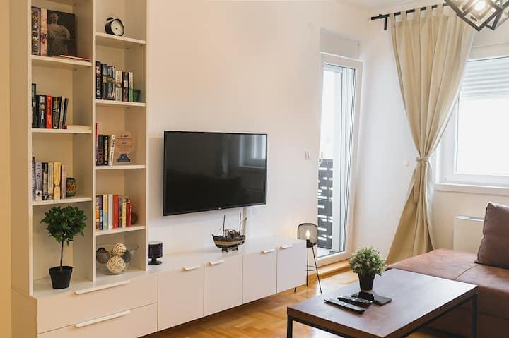 Central, modern, clean & smart home