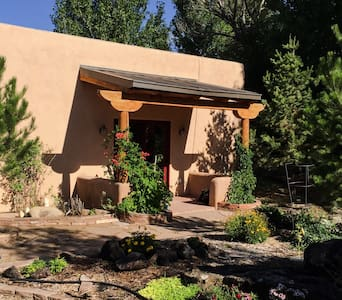 Simple elegance in Taos - Konukevi