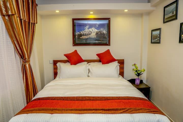 Luxurious Single Bed & Breakfast @ 23$