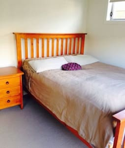 QUIET PRIVATE ROOM CLOSE TO AIRPORT - Nudgee - Bed & Breakfast